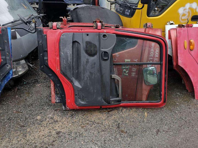 大量货车车门拆车件